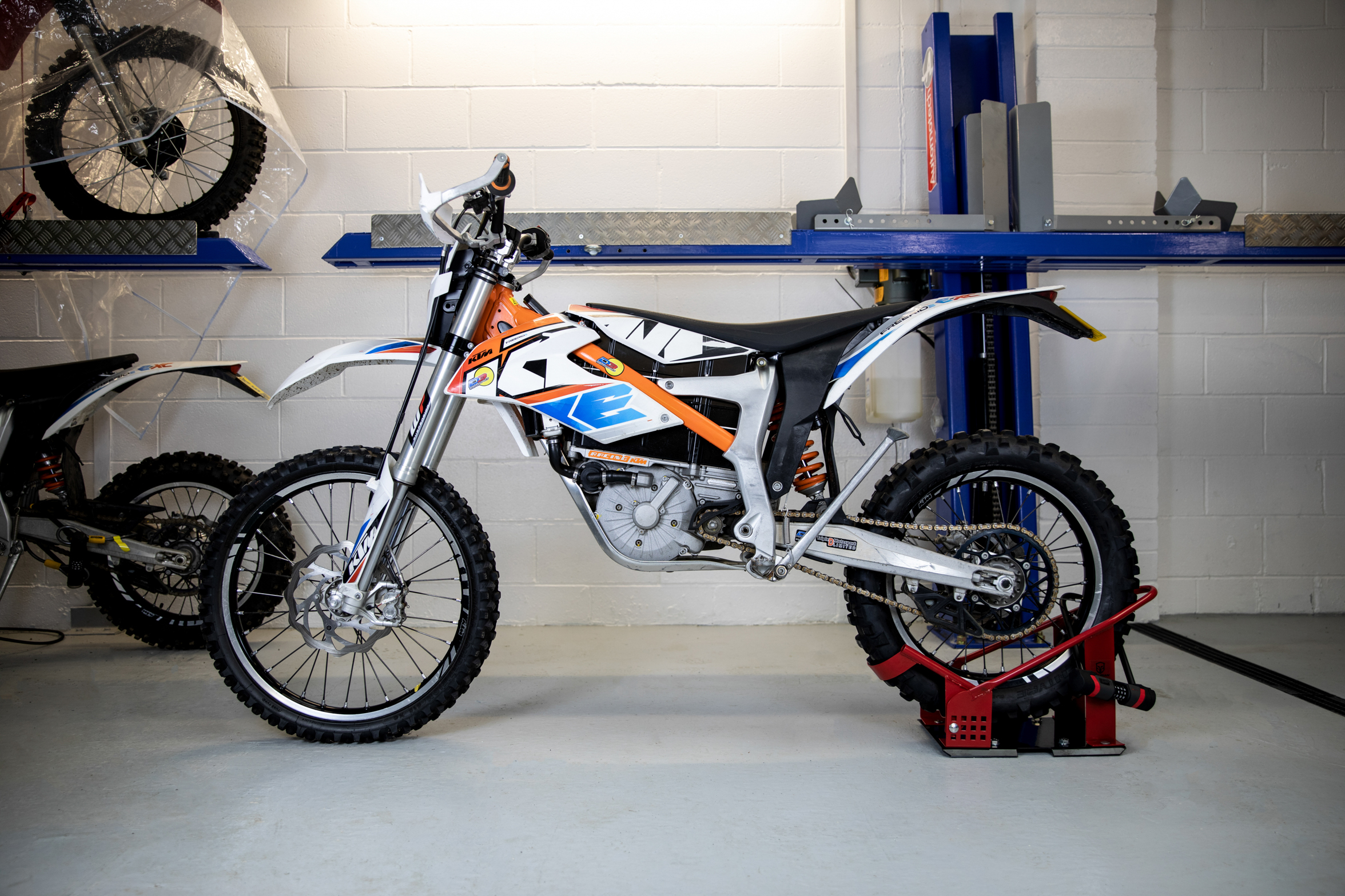 Name:  securian-bike-stand-lock-2.jpg Views: 20 Size:  2.09 MB